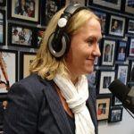 """غابرييلا بيتونفيل ، رئيسة قسم الاتصال والمتحدث الرسمي في NIBUD ، ضيف على جاكلين زويدويج خلال برنامجها """"Falling Up and Continue on New Business Radio"""""""