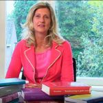 Falling and backing dizisinde Jacqueline Zuidweg, iş ağı, Zuidweg & Partners, Borç, Borç tahsilatı, Borç yardımı, İş kurtarma hakkında konuşuyor