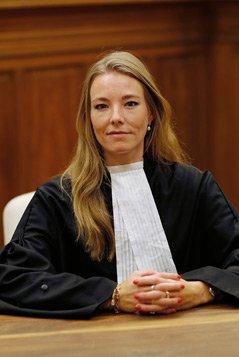 Foto van Mireille Lousberg, advocaat bij Richard Korver Advocaten. De foto staat naast haar column Juridische voorbereiding, een must! op de website van Zuidweg & Partners.