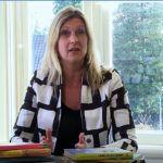 Jacqueline Zuidweg presenteert haar serie Vallen opstaan en weer doorgaan. Zij praat over het onderwerp echtscheiding en ziekte. Zuidweg & Partners, Schuldhulp, Schuldhulpverlening, Bedrjfsherstel