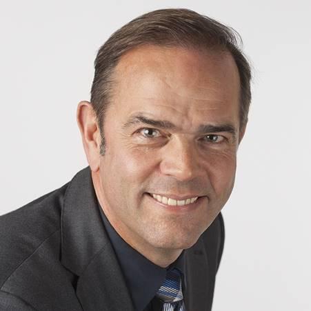 """Foto de retrato de Jim van Heyningen, director de DSO Cleaning Services. La foto está al lado de su columna """"El valor de un contrato permanente"""" en el sitio web de Zuidweg & Partners."""