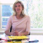 Jacqueline Zuidweg presenteert haar serie Vallen opstaan en weer doorgaan op het kantoor van Zuidweg & Partners in Hilversum. Deze week met het onderwerp: Hoe bepaal je je uurtarief?