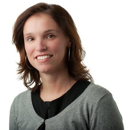 """Portraitfoto van Sandra Caeyers, directeur van Obin. De foto staat naast haar column """"Wat je koopt moet je betalen""""."""