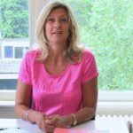 Jacqueline Zuidweg presenteert haar serie Vallen opstaan en weer doorgaan op het kantoor van Zuidweg & Partners in Hilversum. Deze week met het onderwerp: Schulden, en dan?