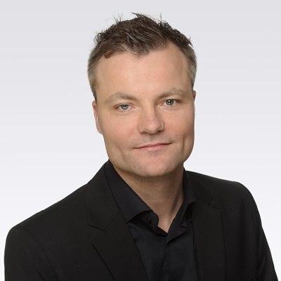"""Portraitfoto van Martijn Schut, expert voor armoedebeleid. De foto staat naast zijn column """"Schuldhulpverlening in bedrijf""""."""