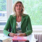 """Jacqueline Zuidweg presenteert haar serie """"Vallen, opstaan en weer doorgaan"""". Deze week met het onderwerp: """"Hoe helpt de overheid burgers met schulden?"""""""