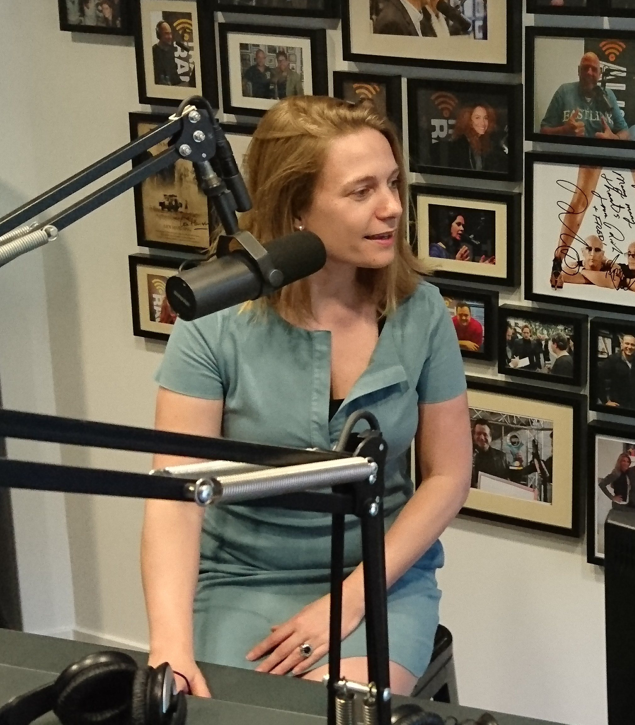 Tamara Madern, Vallen'de konuk olarak Yeni Business Radio'da Jacqueline Zuidweg ile çalışmaya devam ediyor. Konu: Borç ve önleme