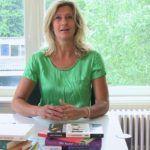 Jacqueline Zuidweg presenteert haar serie Vallen opstaan en weer doorgaan op het kantoor van Zuidweg & Partners in Hilversum. Deze week met het onderwerp: Ondernemers en schulden