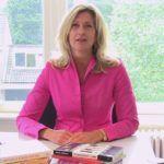 Jacqueline Zuidweg presenteert haar serie Vallen opstaan en weer doorgaan op het kantoor van Zuidweg & Partners in Hilversum. Deze week met het onderwerp: Hoe werkt Schulden.nl?