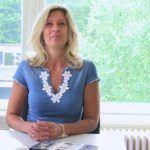 Jacqueline Zuidweg presenteert haar serie Vallen opstaan en weer doorgaan op het kantoor van Zuidweg & Partners in Hilversum. Deze week met het onderwerp: Schulden en preventie
