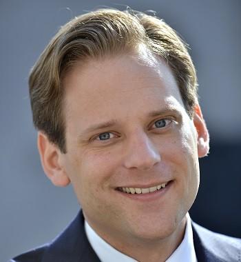 """Portretfoto van Tim Zoete. De foto staat naast zijn column """"Binnen één dag financiering voor ondernemers.""""."""