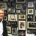 Jeroen Koster, Vallen'de konuk olarak Yeni Business Radio'da Jacqueline Zuidweg ile çalışmaya devam ediyor. Konu: dur mu devam edilsin mi?
