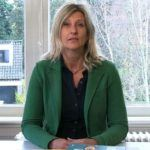 acqueline Zuidweg presenteert haar serie Vallen opstaan en weer doorgaan op het kantoor van Zuidweg & Partners in Hilversum. Deze keer met het onderwerp: ondernemer en schulden? Hoe kan de gemeente je helpen?