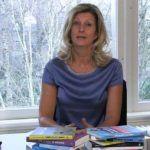 Jacqueline Zuidweg presenteert haar serie Vallen opstaan en weer doorgaan op het kantoor van Zuidweg & Partners in Hilversum. Deze keer met het onderwerp: verslaving.